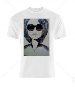 חולצה עם הדפס של ציור של אישה במשקפי שמש